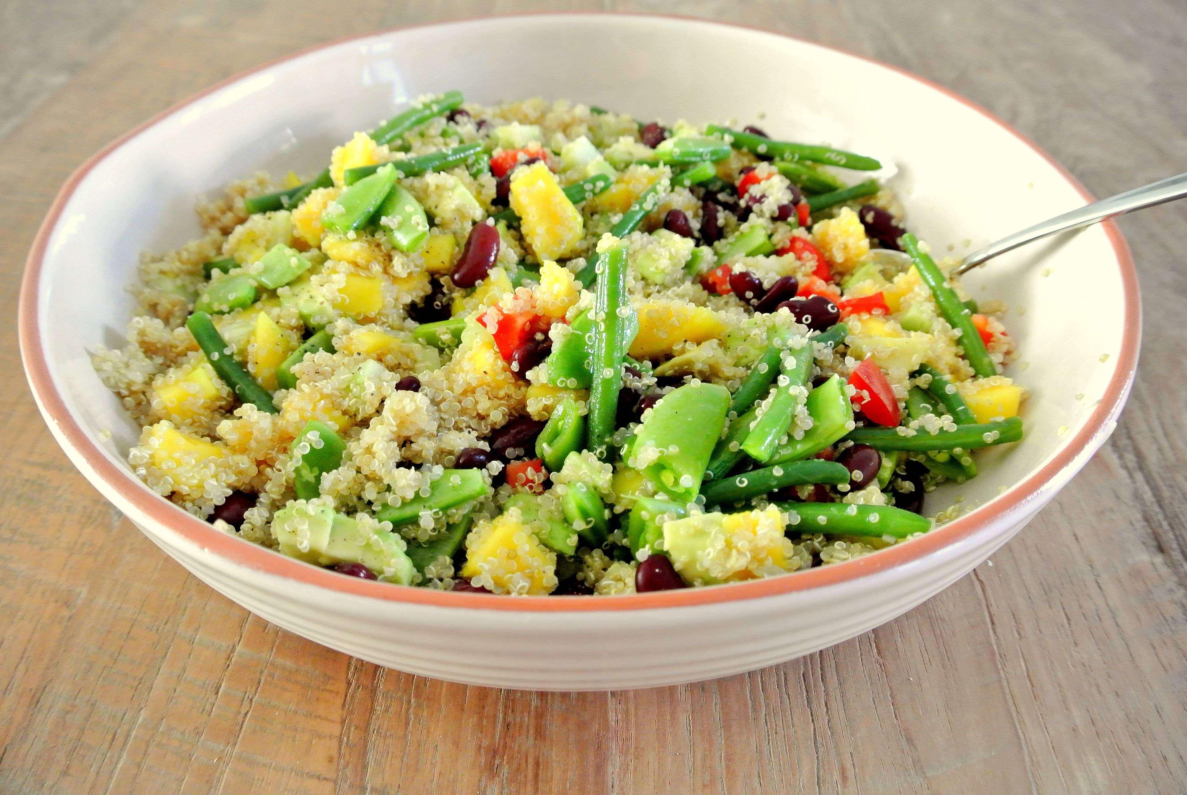 quinoa salade met sugarsnaps en mango