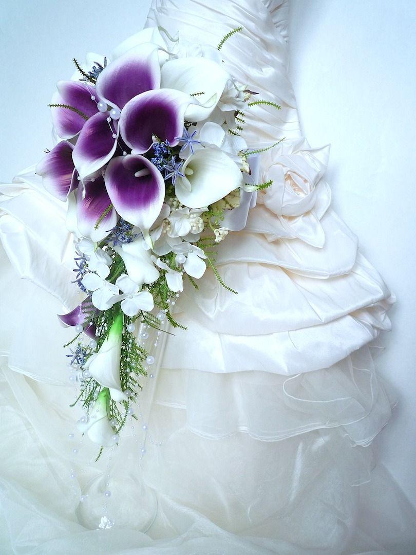 bouquet de mariée cascade de 55cm de longueur arum blanc violet (ref