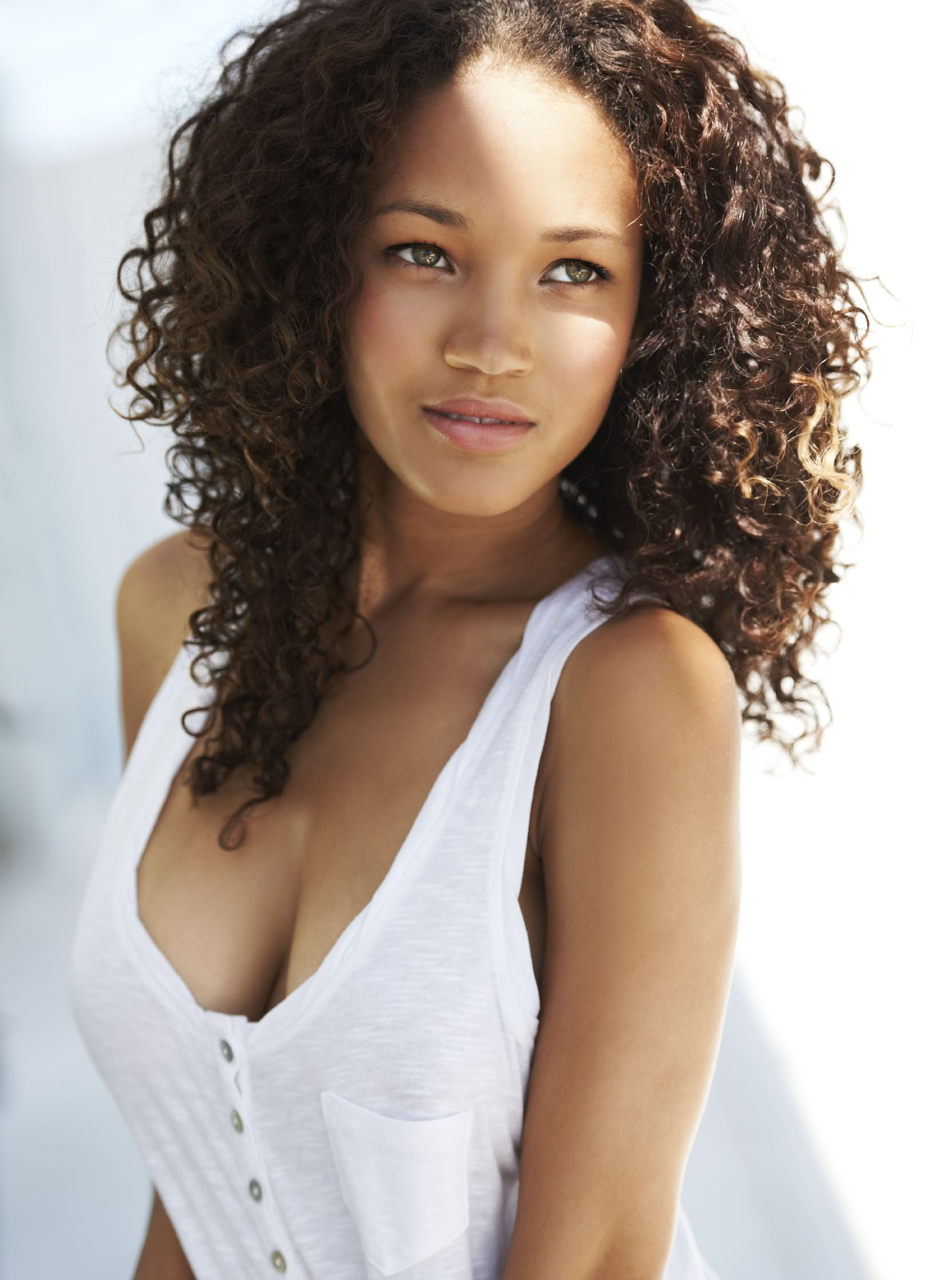 Naturally gorgeous young woman looking away | Beauty, Curly hair ...