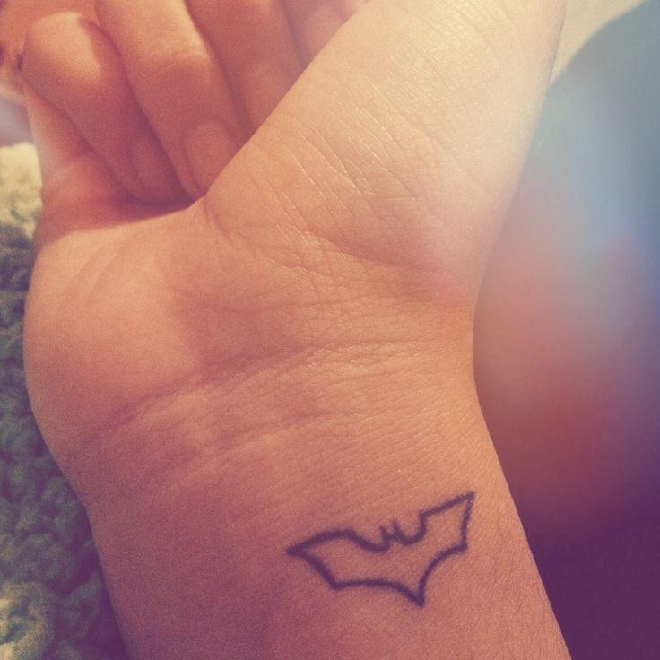 2afd07012 simple batman tattoo   Tattoo   Comic tattoo, Batman logo tattoo ...