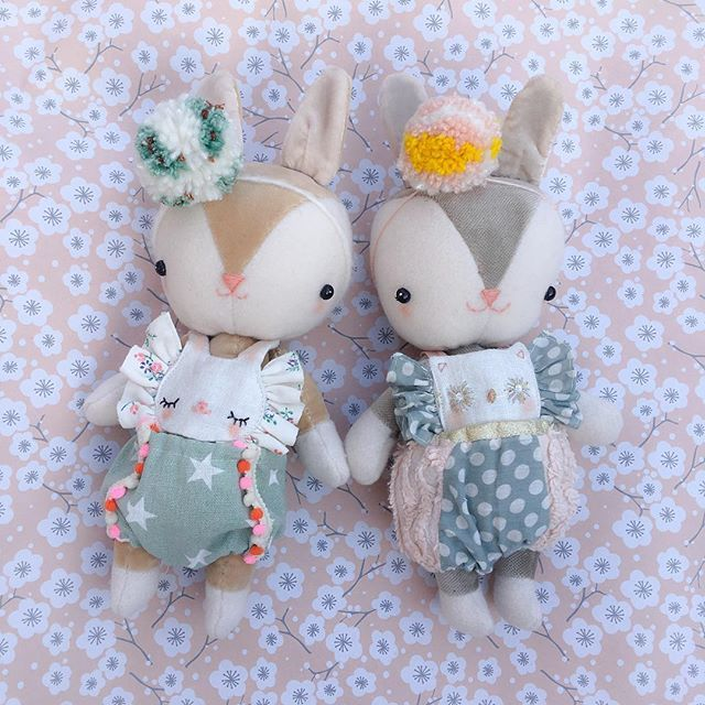 The twins in their new animal rompers . . I'm finally happy with their outcome Happy weekend everyone!! #handmade #bunnies #meeniak #craftsposure