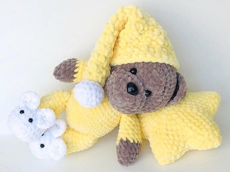 Crochet teddy bear in pajamas pattern | Amigurumi Space #teddybearpatterns