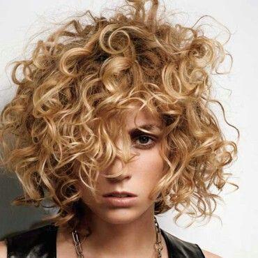 Blonde boucle court cheveux Coiffures cheveux courts