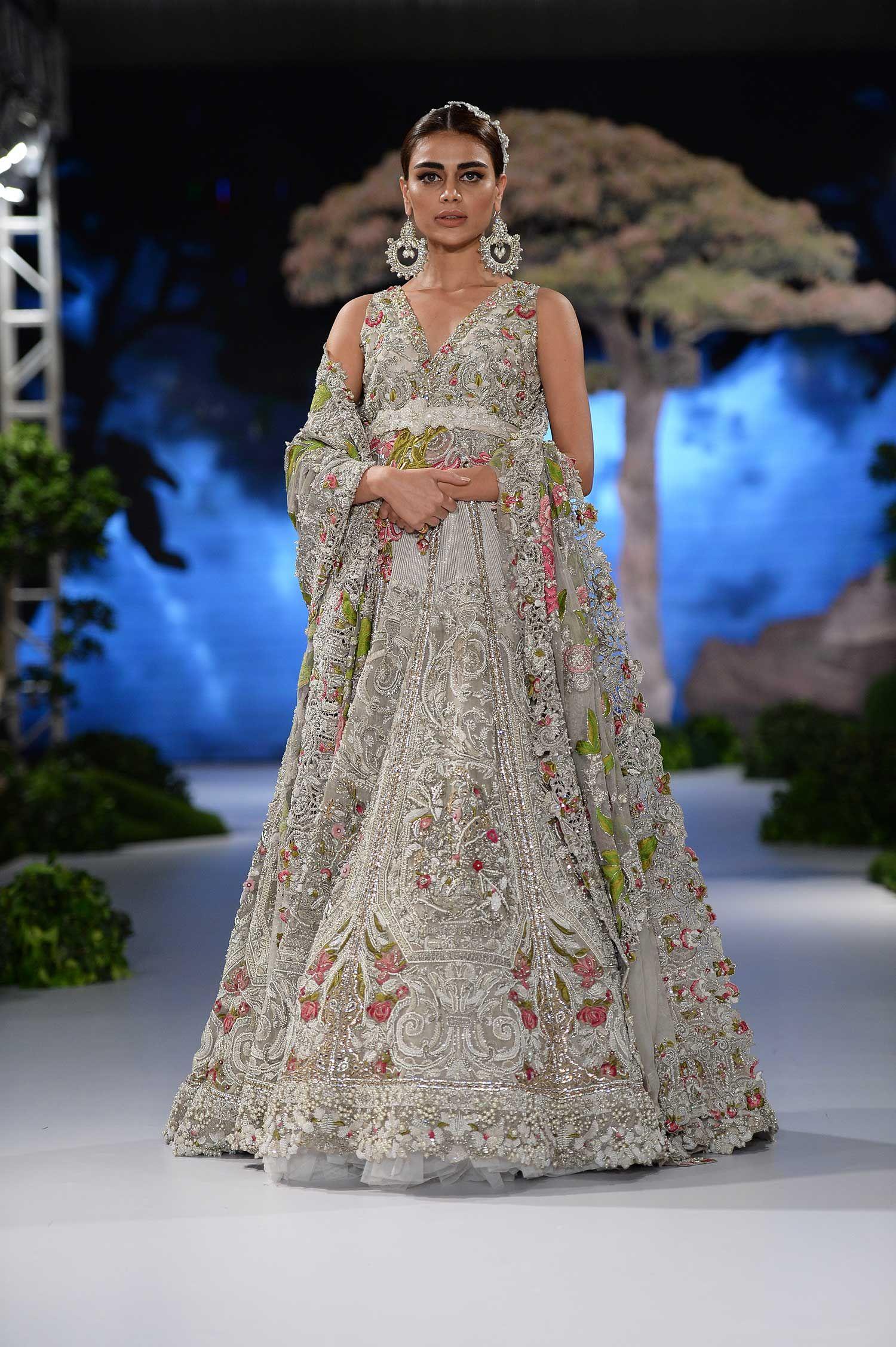 Sana Safinaz at Fashion Pakistan Week 2017 Winter Festive Sana ...