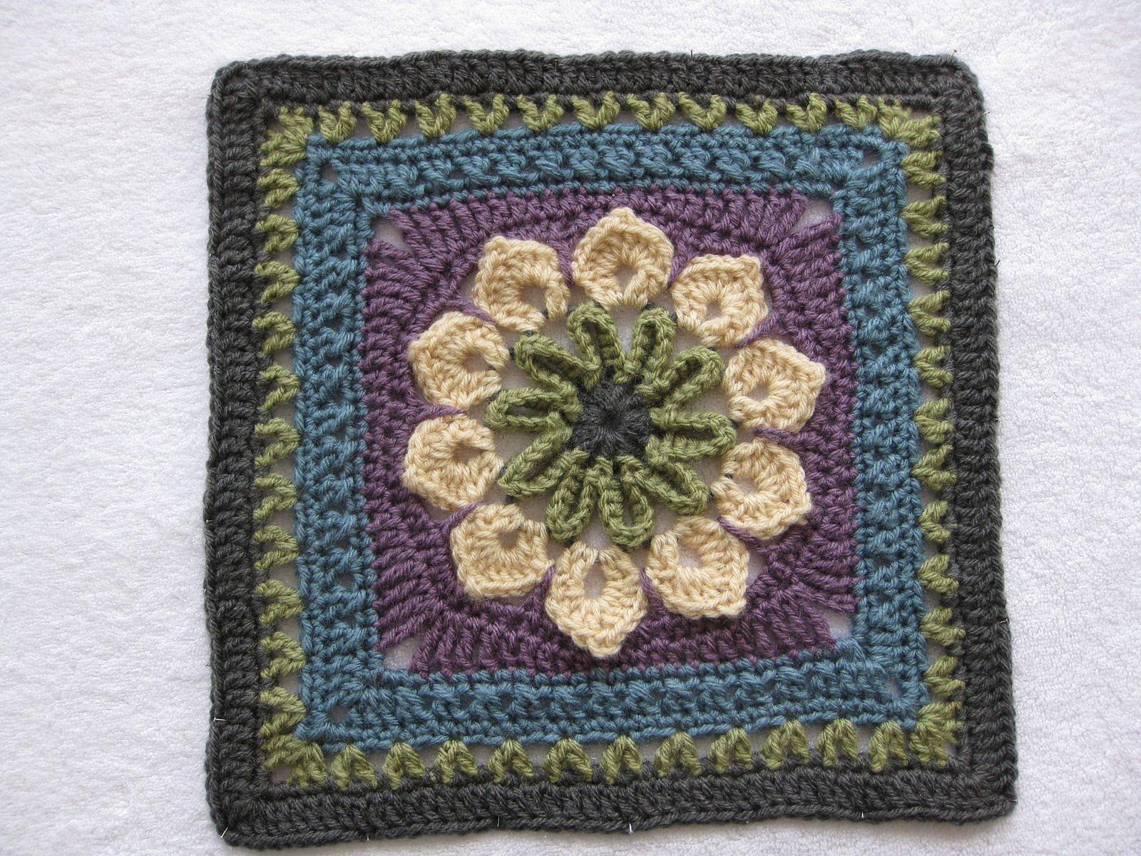 Ravelry: Simple 10-Petal Afghan Square pattern by Joyce Lewis 20cm ...