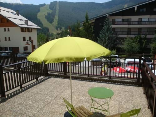 Immeuble Lou Tenibras Auron Situated 300 metres from Auron Ski School and 700 metres from Nabines Ski Lift, Immeuble Lou Tenibras offers accommodation in Auron. The apartment is 700 metres from Blainon Ski Lift. Private parking is available on site.