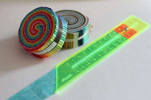 Nützliches Zubehör {4} Das Jelly Roll-Lineal and Nähen mit Jelly Rolls