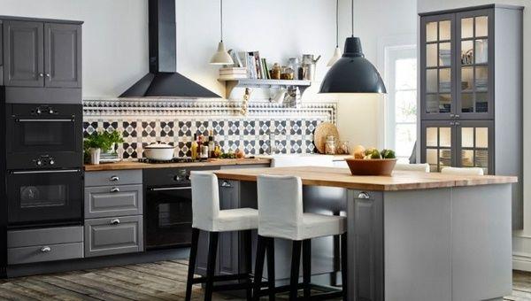 Holz-Arbeitsplatten Küche moderne graue Hochglanzfronten Mauer ...