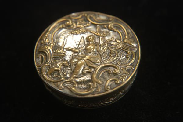 A stunning Old Sheffield Plate snuff box  This is early for