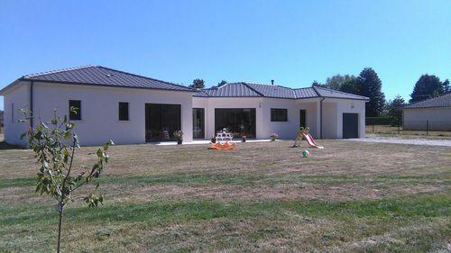 Une maison de plain pied en dordogne en 2019 construction maison - Construire sa maison plain pied ...