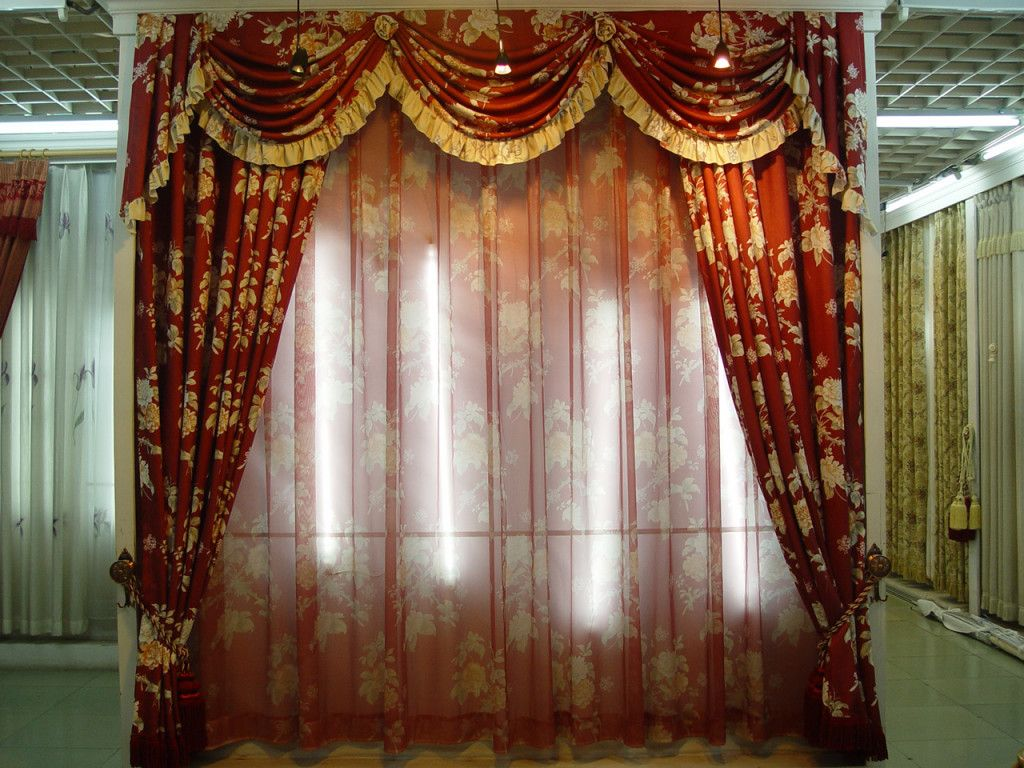 Brown curtains designs for living room - Country French Living Room Valance Curtains Victorian Style Living Room With Elaborate Patterns