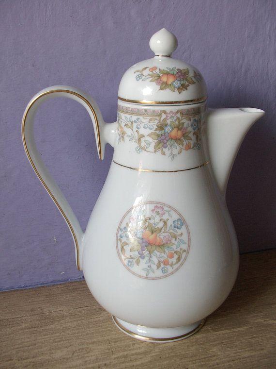 Tetera de porcelana fina de Vintage 1970 Noritake por ShoponSherman