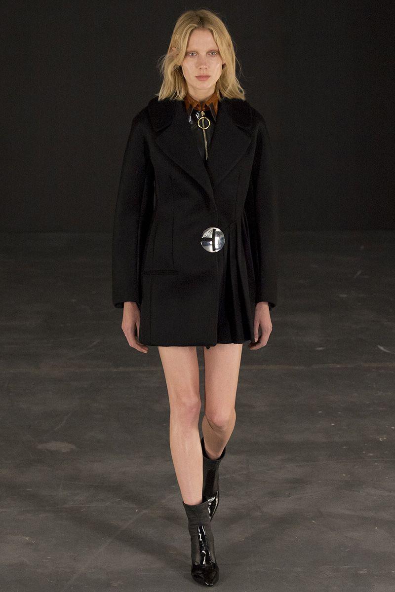 Thomas Tait's Fall 2015 Fashion Show