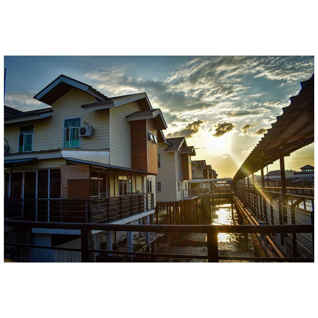 Street Photographer Brunei 📸📸📸 .  @thestreetographybn .  #photography #brunei #bruneiphotos #natural #memories #photoshot #malaysia #bruneidarussalam #streetstyle #streetphotography #streetphotographer #streetwear #bruneiphotography #asian #culture #love #flower #duskdown #closeup #nikon #potraitphotography #portraitphotography #portrait #portrait_perfection #50mmlense #portraits #streetography_bn #hm73 #regata2019 #igersbrunei