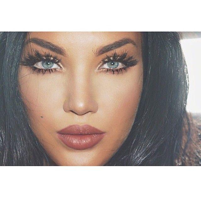 Natalie Halcro blogger and makeup artist Want more baddies? Follow @amournai