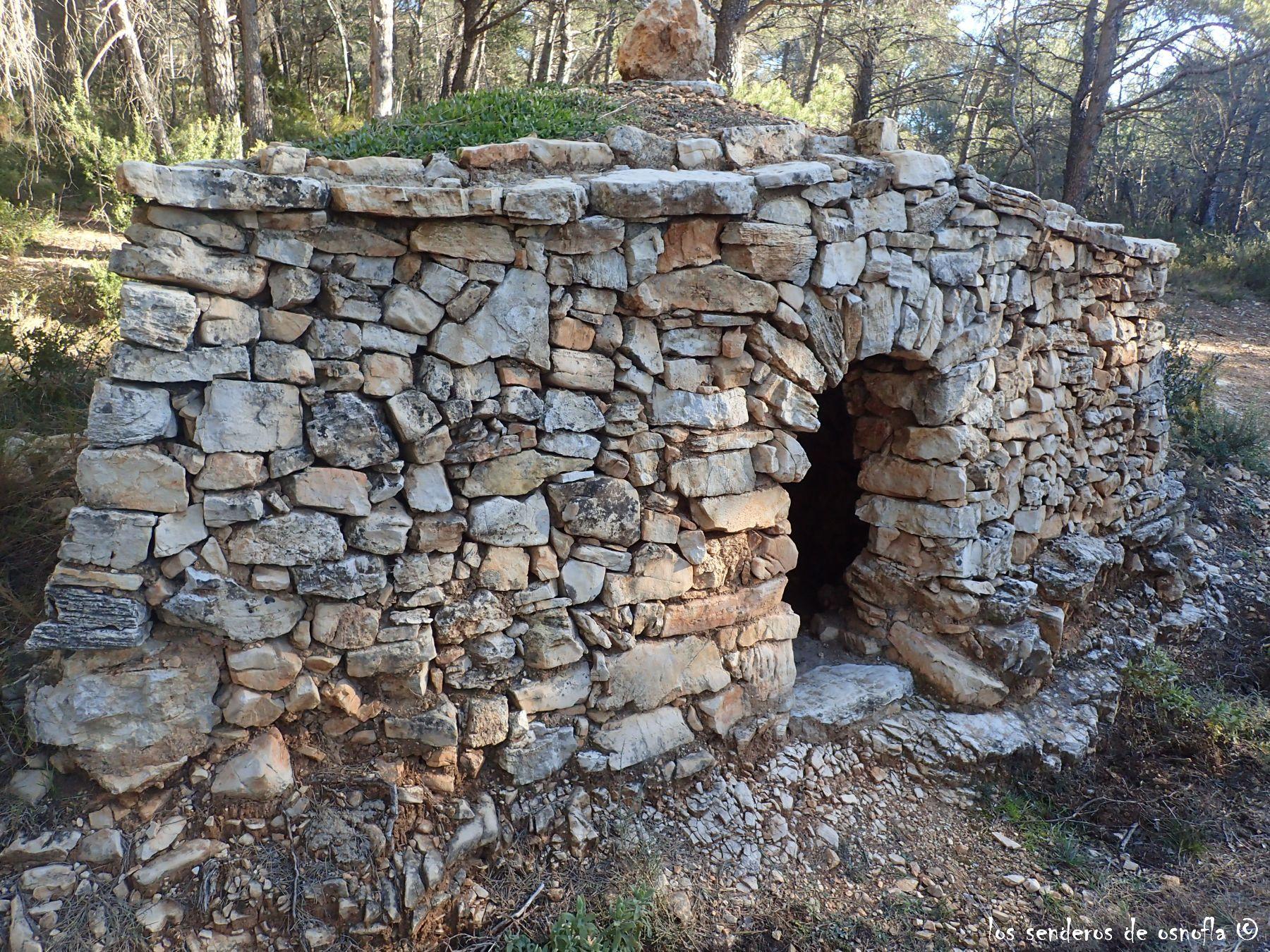 Caseta de piedra seca en la carretera de farena cerca del - Construccion casas de piedra ...