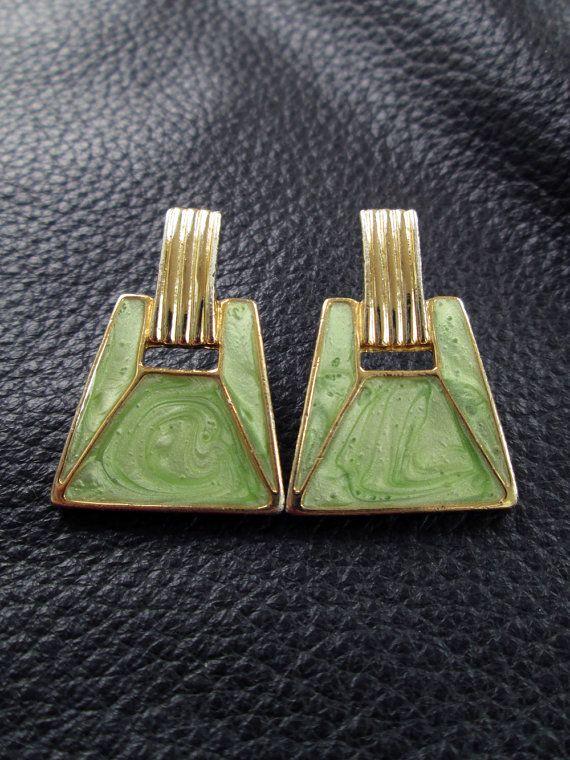 Sale - green earrings, pierced door knocker earrings, gold tone, geometric, mint green enamel, vintage circa 1970 on Etsy, 44:43kr