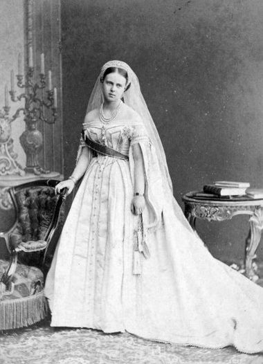 Maria Alexandrovna of Russia.jpg | Court dresses, Royal brides, Film fancy  dress