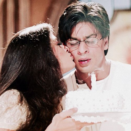 Shah Rukh Khan And Aishwarya Rai Mohabbatein 2000 Aishwarya Rai Shahrukh Khan Bollywood Stars