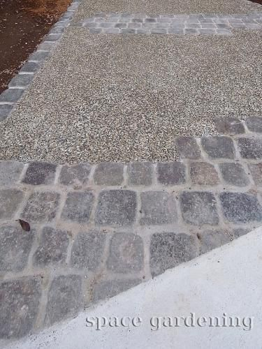 庭 外構施工例 詳細 コンクリート 洗い出し 外構 玄関アプローチ モダン