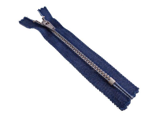 Zíper médio de metal -  niquelado - Jeans  Site: http://nacelleaviamentos.com.br/ziperes/metal-medio/niquelado-medio/ziper-fixo-jeans-niquelado-detail Tel: (11) 2790-2244