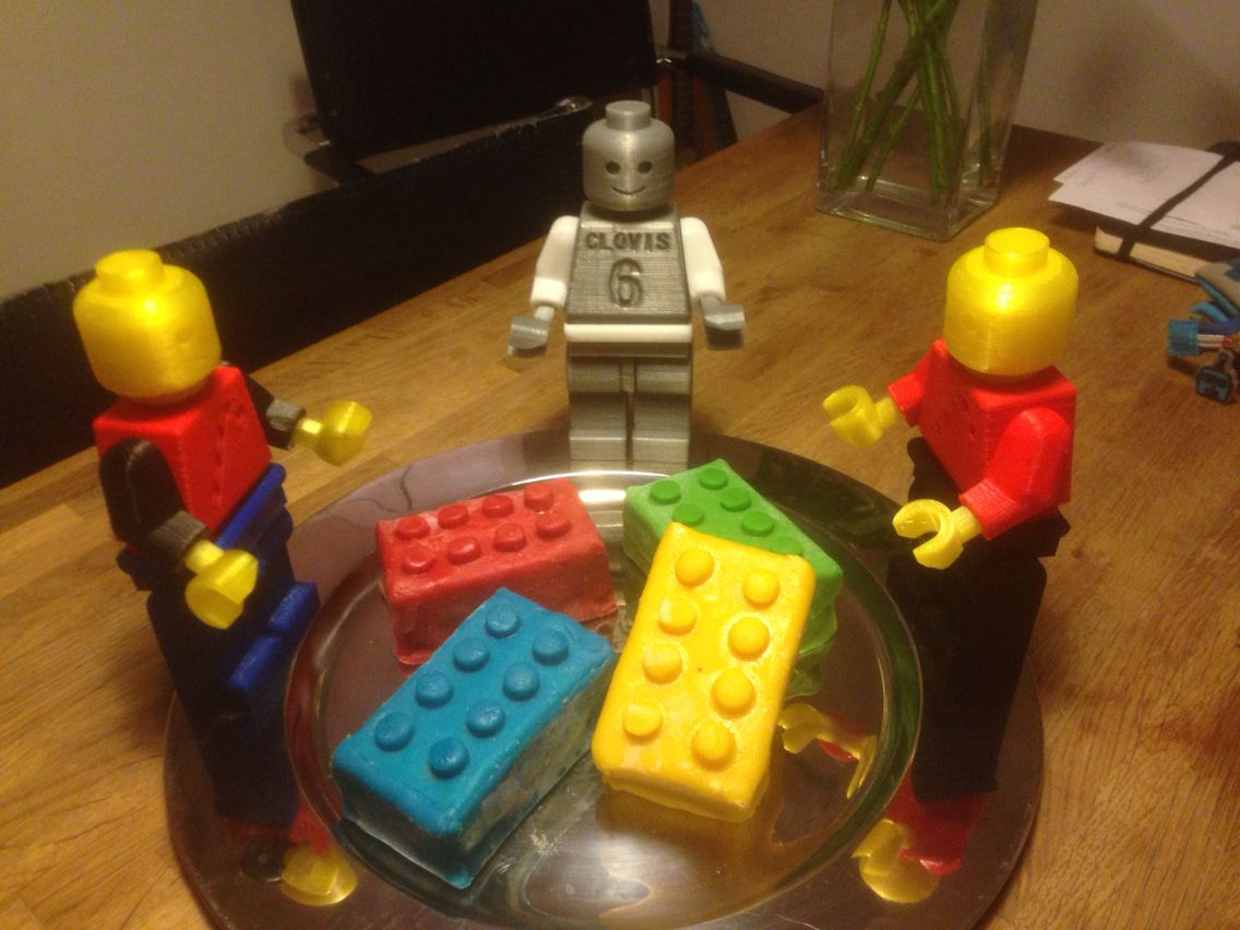 Lego cakes and Lego printed figures for Lego birthday party