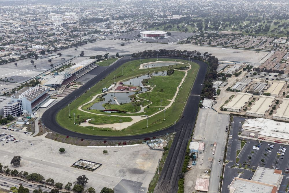 Imagen Panoramica Del Hipodromo Hollywood Park Emblematicos Sitios Que Debes Recorrer En Losangeles Http Los Angeles Rams New Nfl Stadiums Nfl Stadiums