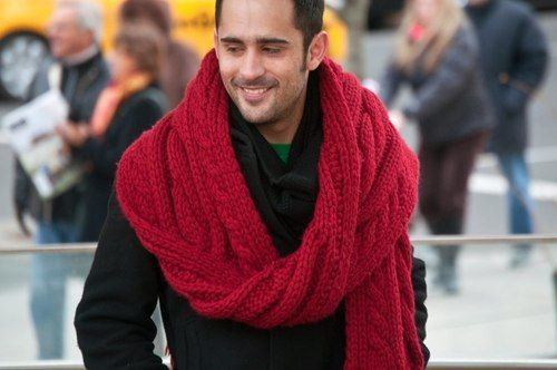 Don't be afraid of the VERY large scarf! C'est au courant.