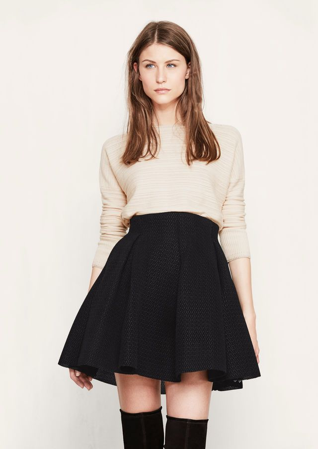 Jupe Courte En Maille Basket Jake Confectionnee Dans Une Maille Basket Contrecollee De Velou Circle Skirt Outfits Sweater Circle Skirt Black Mini Skirt Outfit
