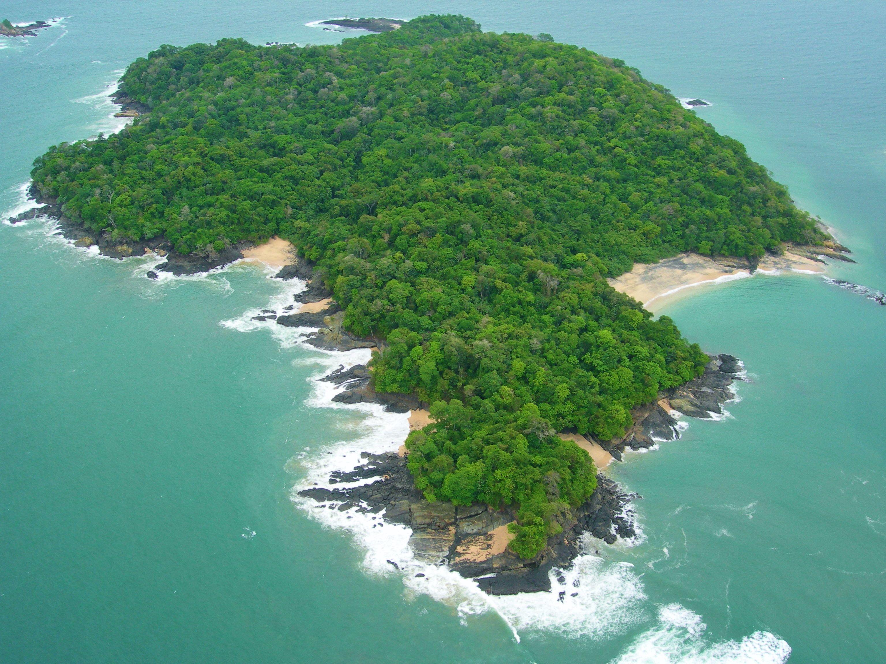 Isla de Puercos, Size 200 acres, Location Perlas