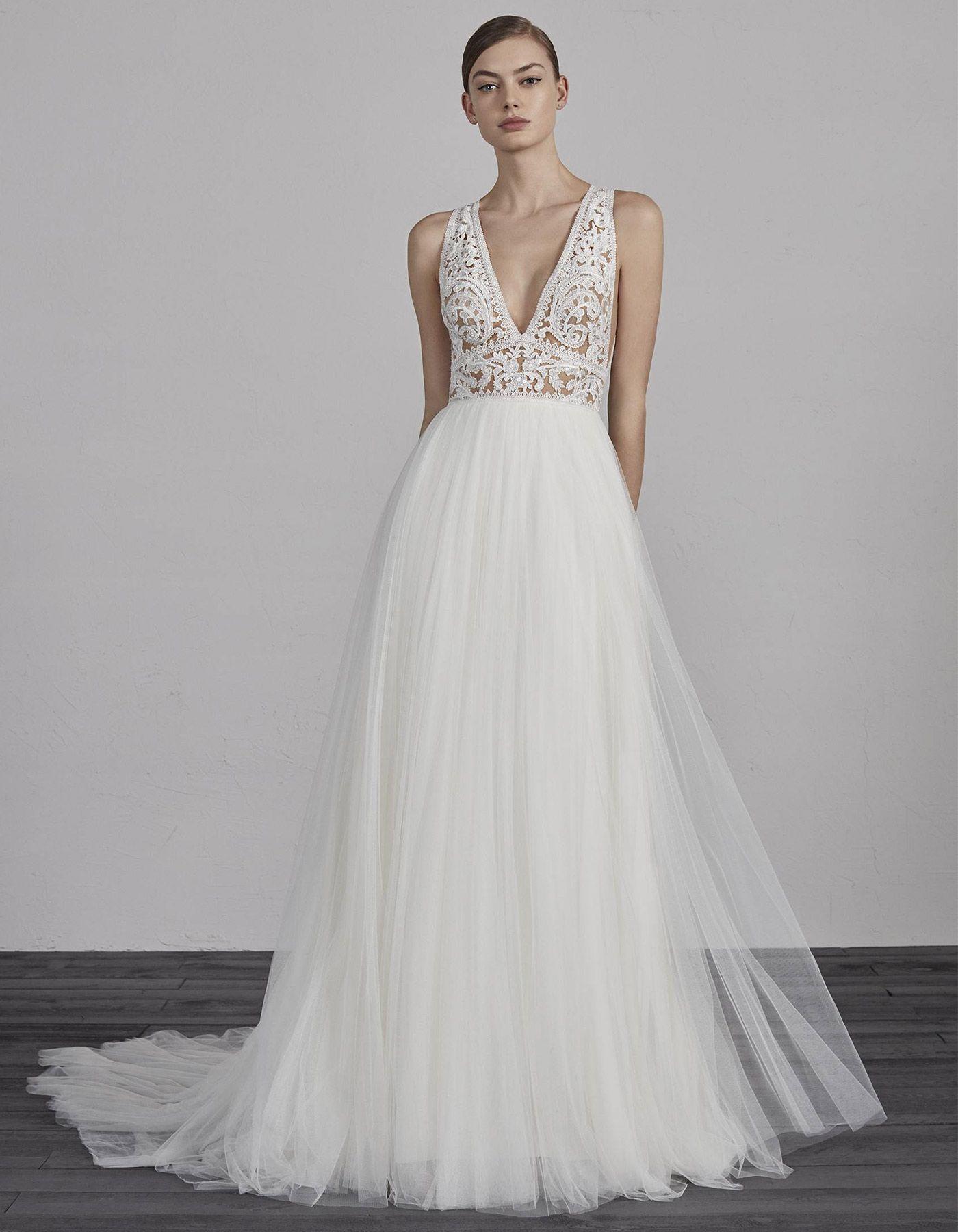 Soft Tulle Wedding Dress Espiga By Pronovias Pronovias Wedding Dress Wedding Dress For Short Women Short Girl Wedding Dress