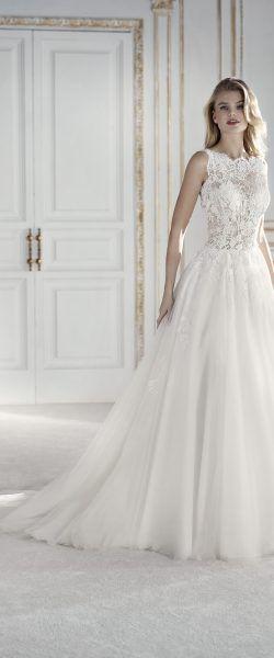 gefunden bei Happy Brautmoden Brautkleid elegant, elegantes Brautkleid, La Sposa, Pronovias, Spitze, Spitzenkleid, edel, elegant, fließend, Rückenausschnitt, Hochzeitskleid, romantisch