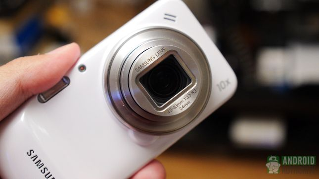 Smartphone cameras are making huge strides these days. Image clarity is on the up, while noise and crosstalk in smaller sensors is gradually being reduced. Despite all these improvements, smartphone cameras are still missing some of the most important features which still give simple point and shoot and compact cameras, let... #SmartphoneCameras #AndroidFriendly