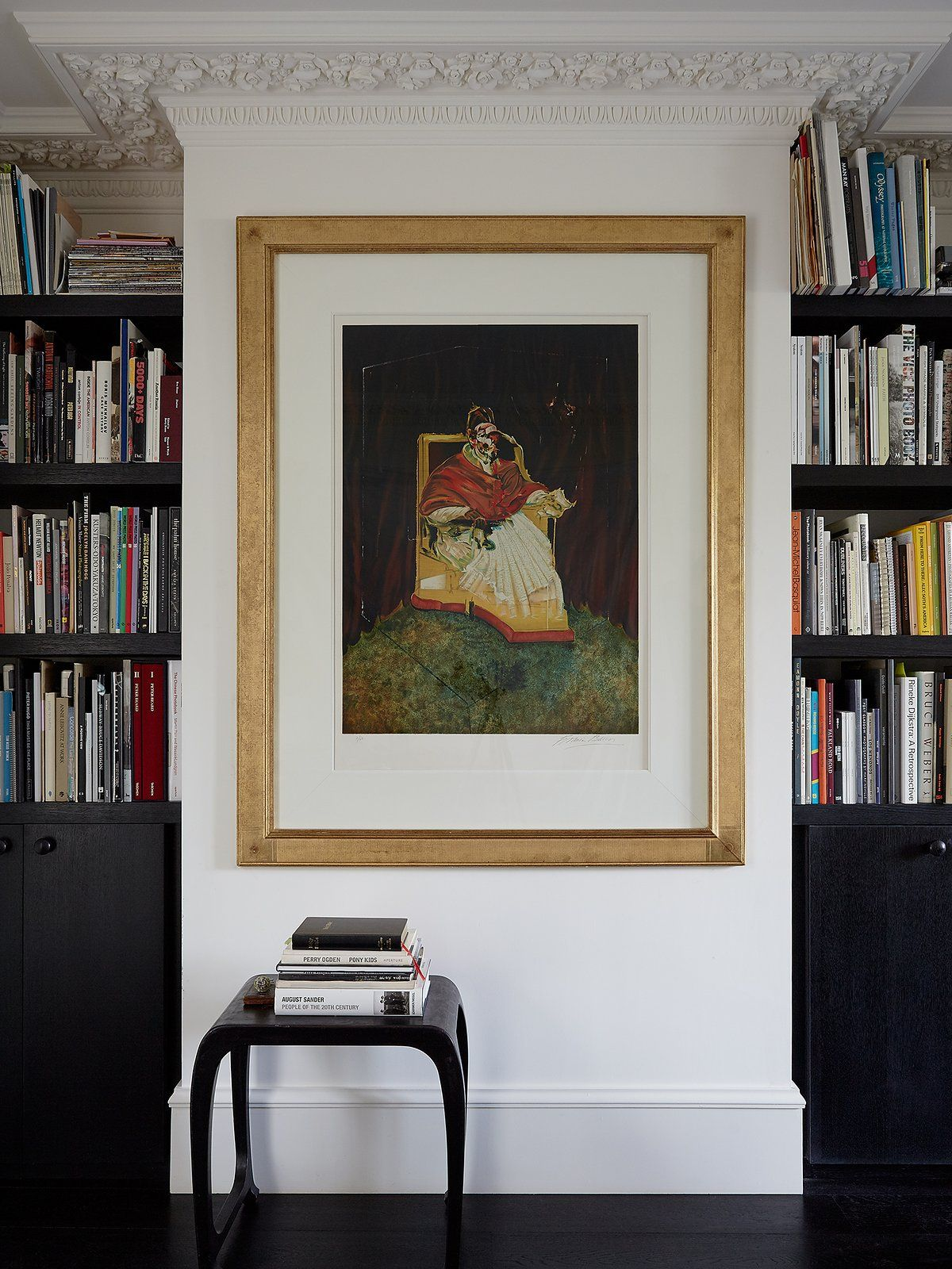Simone Rochas Chic London Home - The Neo Trad #Bookcase #Bookshelves
