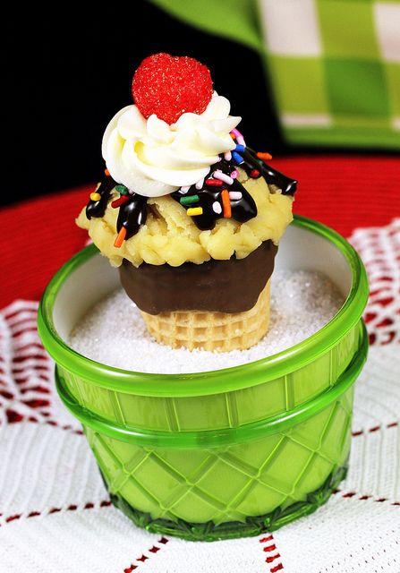 Sundae Cupcake by IrishMomLuvs2Bake, via Flickr