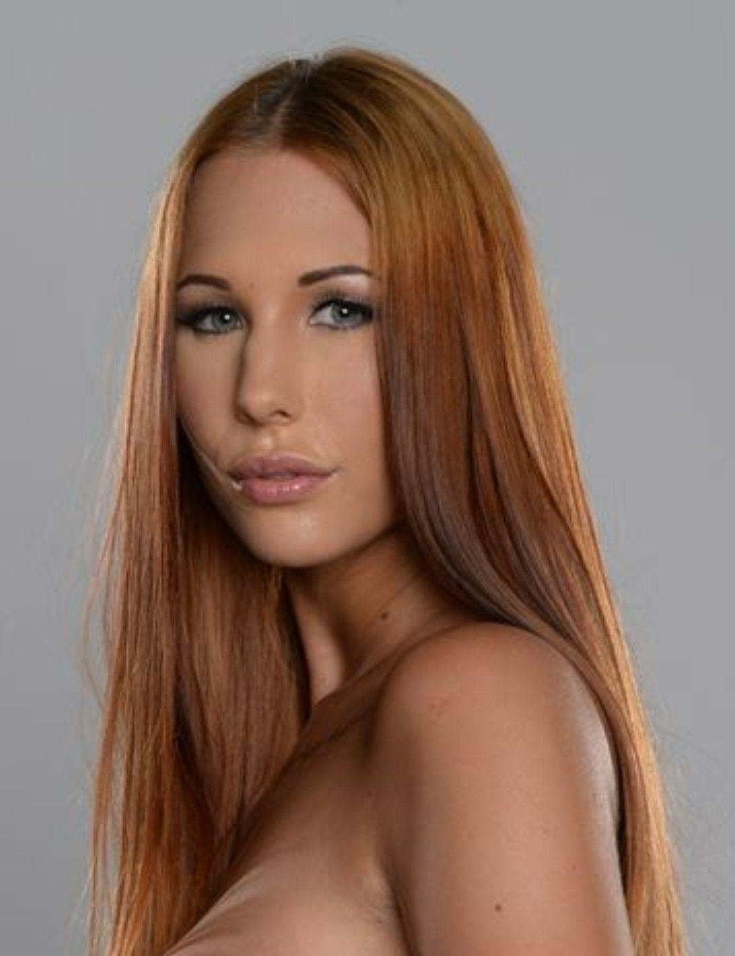 Kyra Hot Nude Photos 8