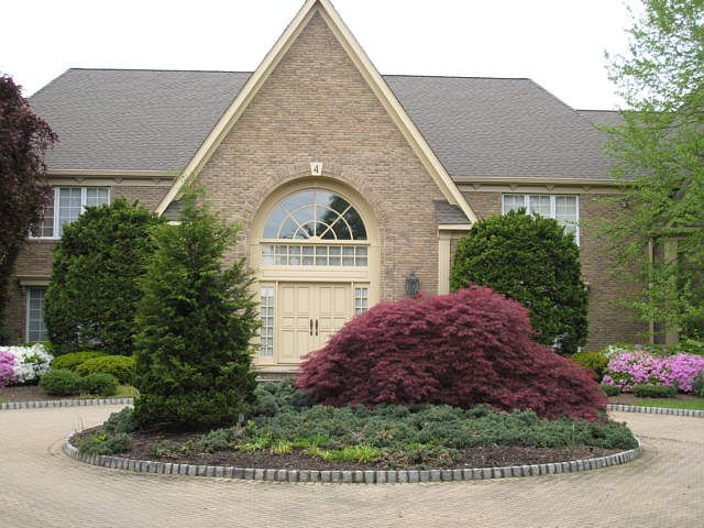 Circular driveway before you get to the garage. Description from ...