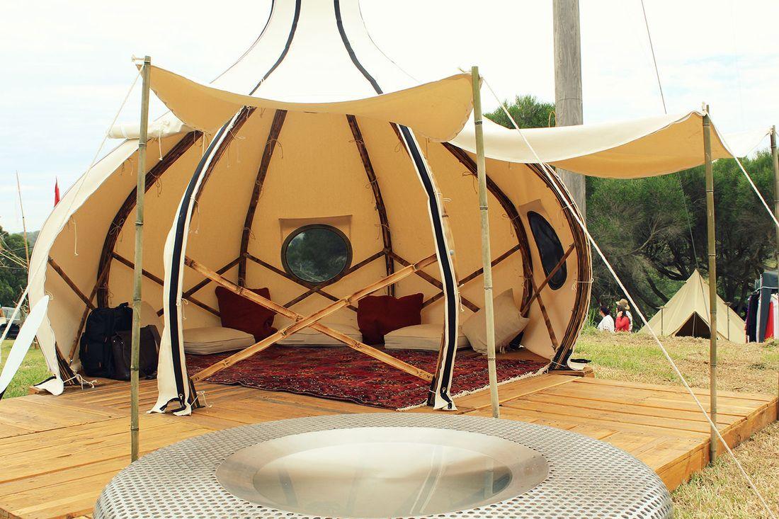 Glamping: deze tent lijkt in het donker net een lampion - Roomed | roomed.nl