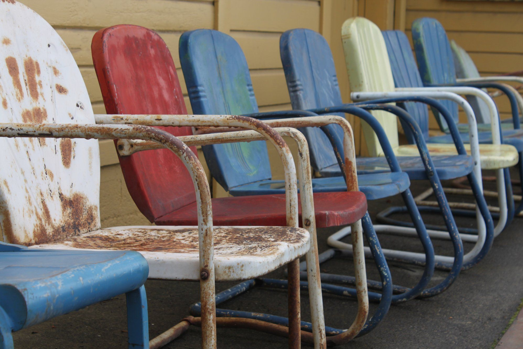 Come Sit A Spell.in A Vintage Metal Lawn Chair   Grandmas Treasures Online