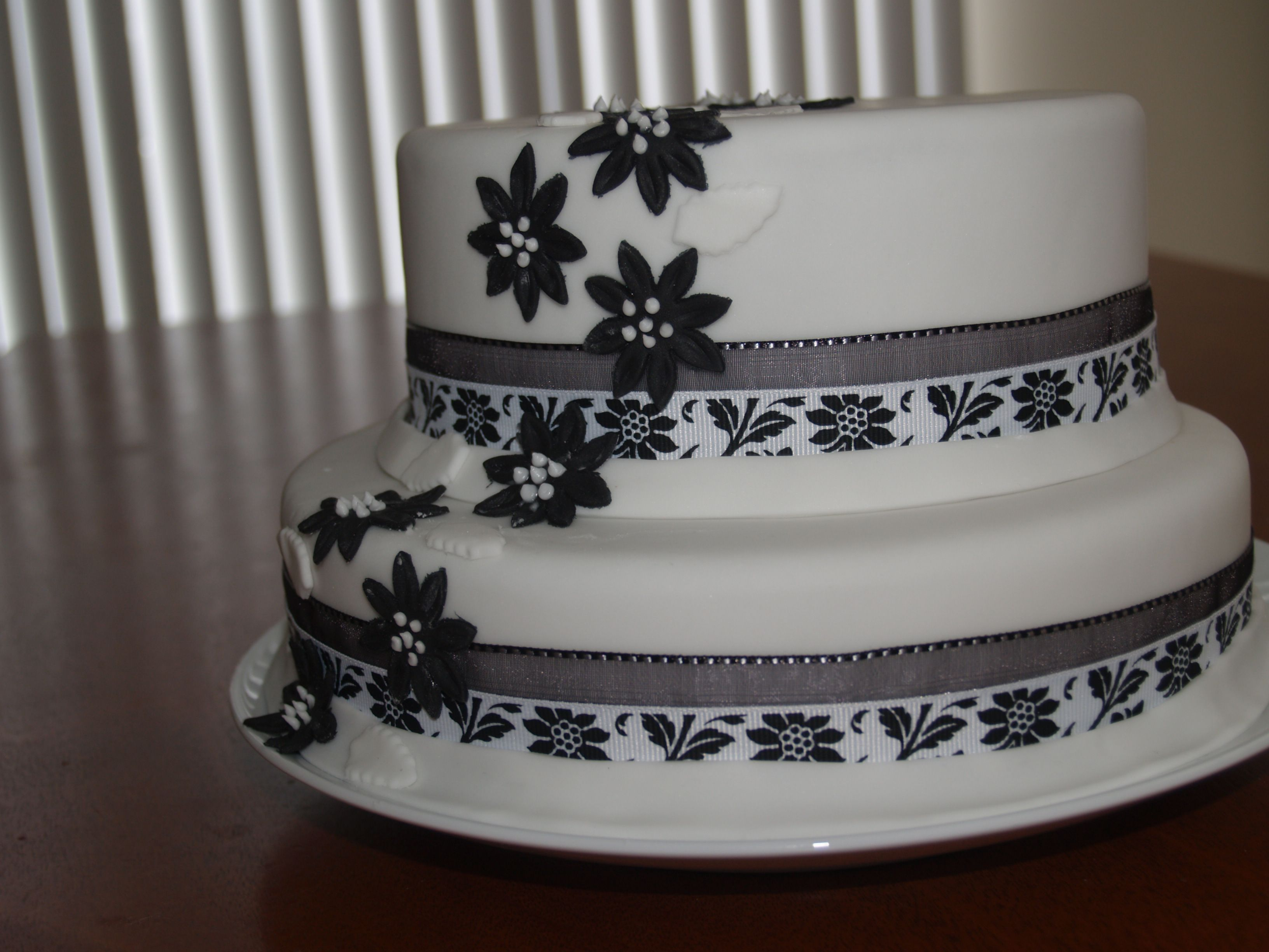 Spring time love Wedding Cakes   Patisserie Tillemont   Montreal - Google Search
