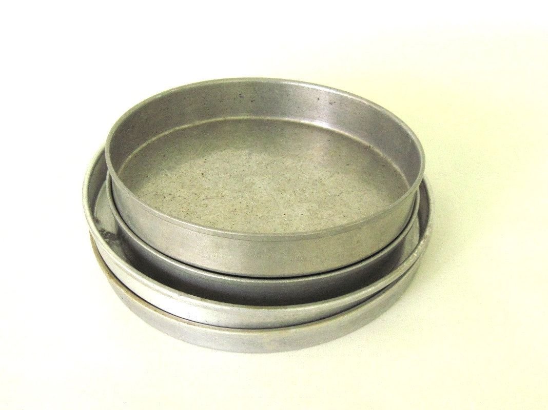 Wearever Cake Pans Round Layer 2714 9 x 1, 2715 9 x 1.5, 286 8 x ...
