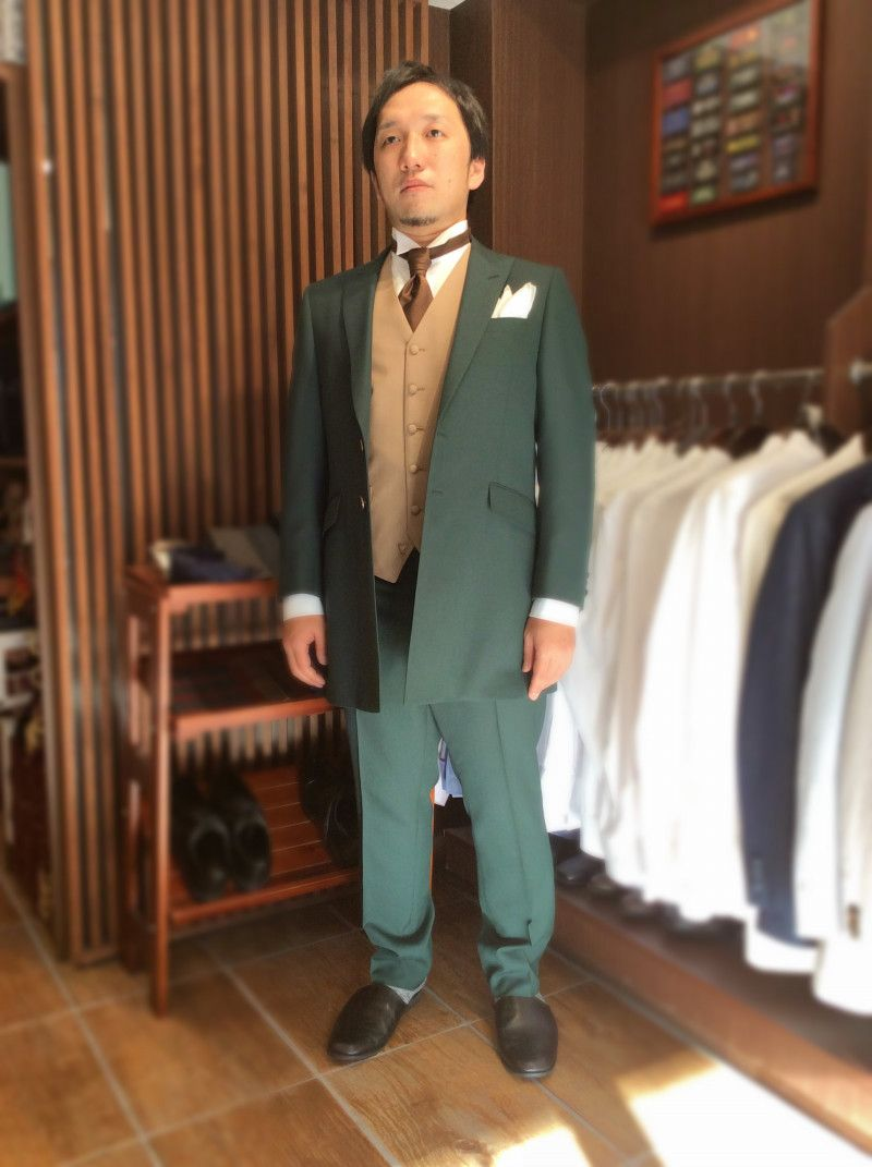 b509004bed429 緑 オーダータキシード完成 結婚式の新郎タキシード 新郎衣装はメンズブライダル