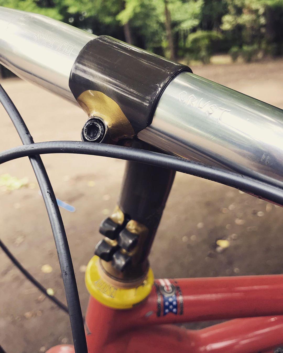 Crustbikes Nitto Ldステム シャカバーでご近所ふらふらしました 昔のmtbはヘッドチューブが短めだったりするので ドロップで乗るとハンドル位置が結構下がりがち そういう時は角度がついたステムを使うのです Cool Stuff Ingenious Rider