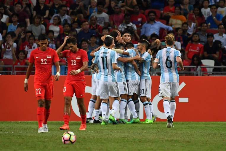 Football Messi Less Argentina Thrill Fans Beat Singapore 6 0 In Friendly Messi Singapore Messi Argentina