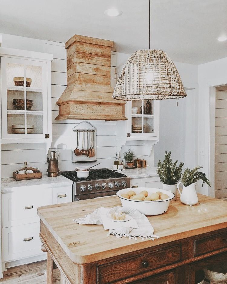 Farmhouse Kitchen Finding The Perfect Balance Of Wood And White Can Be A Challenge Im Sharing 5 Easy Steps Help You Achieve