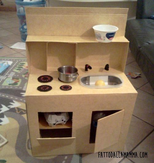 ecco come realizzare una mini cucina giocattolo in cartone! per la ... - Costruire Cucina