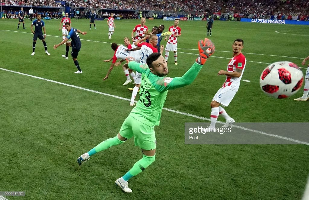 France Beat Croatia 4 2 To Win The 2018 World Cup Final In Russia Pictures Gallery World Cup World Cup Final Mario Mandžukić