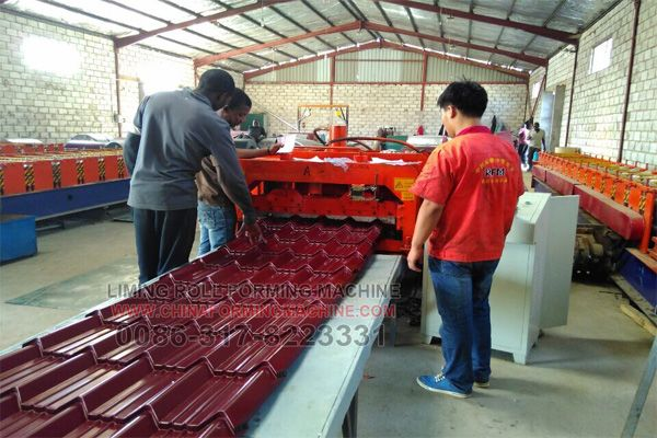 Glazed Tile Roofing Sheet Roll Forming Machine Can Stable And Long Time Working To Satisfied High Quantity P Roofing Roofing Equipment Steel Roof Panels