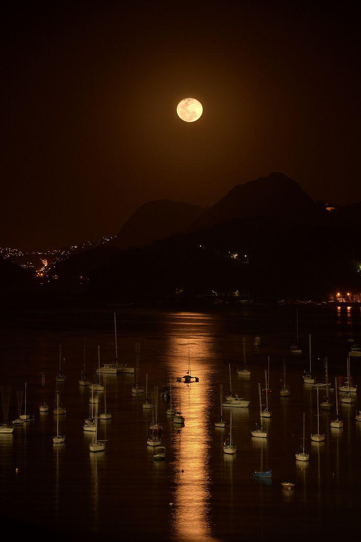 Enseada de Botafogo by my friend Alan Seabra.: