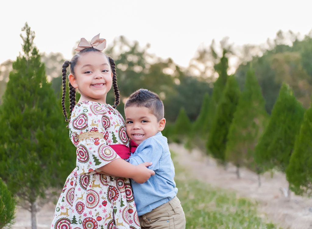 Adorable Christmas Tree Farm Family Portraits At Santa S Christmas Tree Forest In Eustis Florida Christmas Portraits Holiday Photography Children Photography